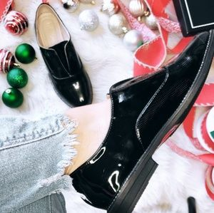 Shoes - 🆕️//The Holiday Collection// Black oxford Flats